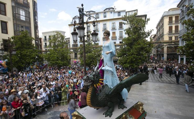 Encuéntrate en el desfile de la Tarasca de Granada