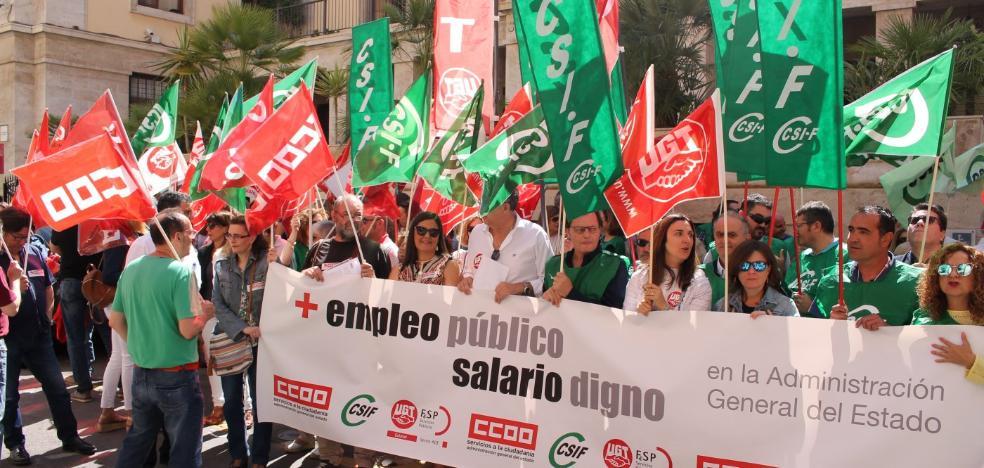 Funcionarios del Estado exigen un salario mínimo de 1.200 euros al mes