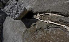 Escalofriante descubrimiento en Pompeya: una piedra le aplastó la cabeza