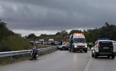 Un fallecido tras la colisión de una motocicleta y dos coches en Torreperogil