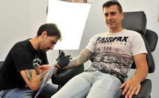 Best Tattoo se ofrece a tatuar gratis a las personas que han sufrido un cáncer de mama
