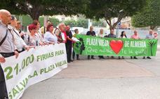 Entregan 21.000 firmas contra el traslado de los árboles y el 'Pingurucho'