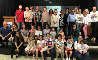 Alumnos de 44 centros de la provincia recogen sus premios en el certamen 'Araceli Morales' de lucha por la igualdad
