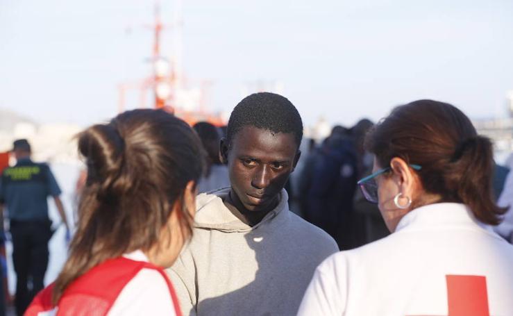 Rescate de una patera con 47 personas en Alborán