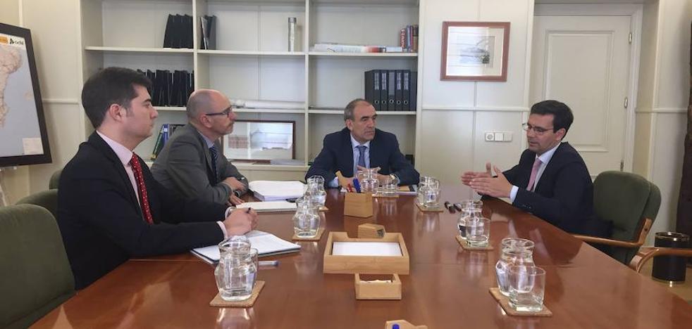 El alcalde de Granada contactará hoy mismo con Fomento para exigir «la reconexión ferroviaria inmediata con Madrid por Moreda»