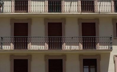 Un hombre de 80 años fallece al caer desde su balcón mientras lo estaba pintando