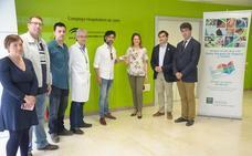 Arcángel recibe el carné de donante en el Complejo Hospitalario de Jaén