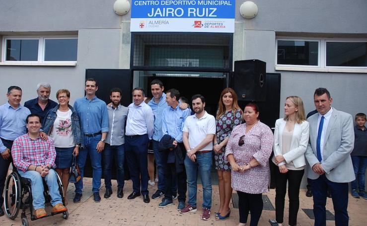 Jairo Ruiz da nombra al pabellón de su barrio en Almería