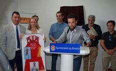 Jairo Ruiz da nombre al pabellón de su barrio en Almería
