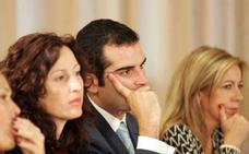 Presentan 1.371 firmas para que la oposición repruebe a Pacheco en el pleno de Almería