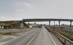 Dos menores trasladados a Traumatología tras un accidente entre un coche y una moto en Atarfe
