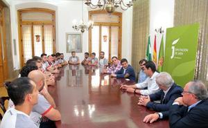 El presidente de la Diputación felicita a la plantilla y la directiva del CB Martos por su ascenso a la Liga EBA