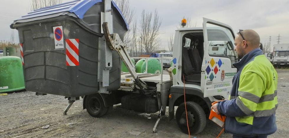 Medio Ambiente 'soterrará' dos camiones de basura en el Albaicín y el Centro de Granada
