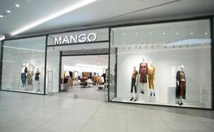 El revolucionario bañador-bikini que vende Mango: por un solo brazo