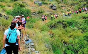 Más de medio centenar de personas participan en Rubite en la II Ruta Senderista 'Balcones al Mar'