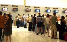 El Aeropuerto de Almería recae y baja un 6% este año