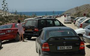 Aparcar en las playas de Cabo de Gata será gratuito para los usuarios con vehículo propio