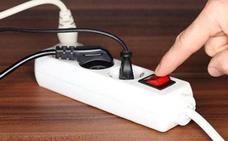 Alerta de la Policía sobre los aparatos eléctricos: el detalle en el que debes fijarte para evitar incendios