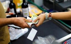 Los 5 productos que nunca debes pagar en efectivo: hazlo con tarjeta
