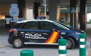 Amenaza e intenta acuchillar al personal de seguridad de un hospital de Granada
