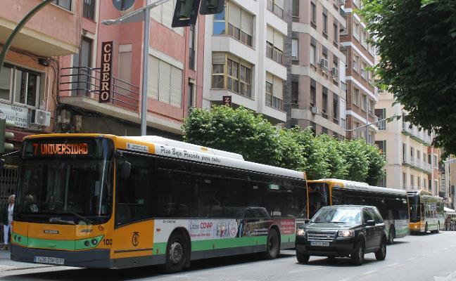 El billete de trasbordo llega al fin a los autobuses, pero solo con tarjeta