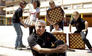 El secreto con el que un profesor ha llevado a un humilde barrio a la cima del ajedrez