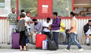 Oxfam denuncia un trato ilegal a inmigrantes en la frontera franco-italiana