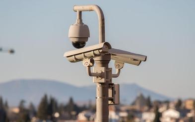 Los primeros meses de las cámaras del Albaicín captan tres grafitis, pequeños botellones y orines