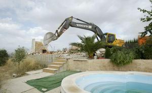 La Justicia reactiva decenas de demoliciones de chalés paradas durante años por el PGOU