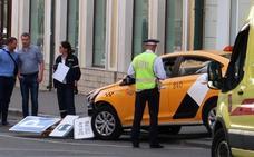 Un taxi arrolla a varios aficionados en Moscú