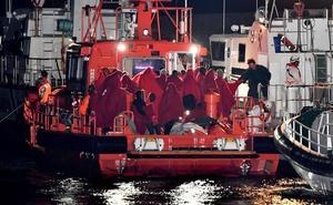 Una gran oleada de rescates en Alborán alimenta una auténtica crisis migratoria