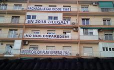 Los vecinos de Ribera del Genil piden al alcalde «medidas urgentes» para que no los «emparede» ante posibles incendios
