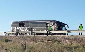 Alsa destaca que el autobús siniestrado contaba con «los más modernos sistemas de seguridad» y que lo llevaba «un conductor experto»