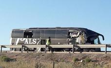 El autobús donde viajaban las dos granadinas muertas chocó con un camión parado en el arcén