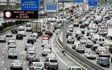 La Guardia Civil alerta del gesto en tu coche que puede costarte 200 euros