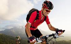Ir en bici en verano: 5 consejos para no caer en el intento