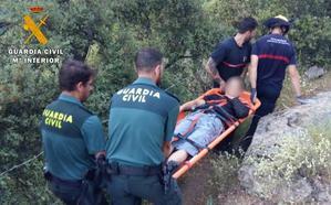 Rescatan a un hombre que se cortó en un pie con una motosierra en un cortijo de Busquístar