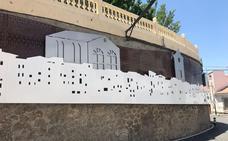 El muro que bordea la plaza Nueva de Serón se carga de historia
