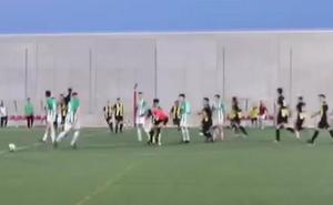 Un juvenil del Atarfe propina dos puñetazos al árbitro al acabar el último partido de la temporada