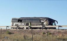 El autobús del accidente en Bailén chocó contra un camión parado en el arcén