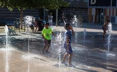 Las fuentes del Paseo de Carlos V y plaza de la Hípica funcionarán hasta las 23.00 horas por el calor