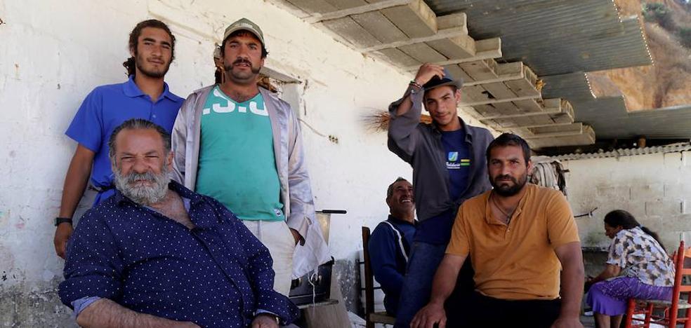 El padre de Marchal ve la retirada de sus hijos como un secuestro