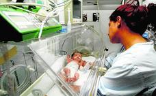 Los jienenses tienen menos hijos que 'nunca', con 1.700 defunciones más que nacimientos en 2017