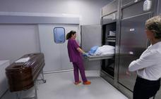 Los cadáveres sin reclamar colapsan los congeladores del Instituto de Medicina Legal de Granada