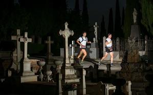 La carrera Nocturna de la Alhambra recorrerá el cementerio y la fábrica de oro