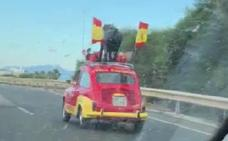 El peculiar coche granadino que invade Whatsapp: con España por bandera