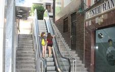La 'famosa' escalera mecánica de la calle Nueva vuelve a funcionar, hacia arriba