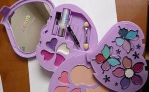 ¿Tienes este maquillaje en casa? Cuidado porque es peligroso, según la OCU