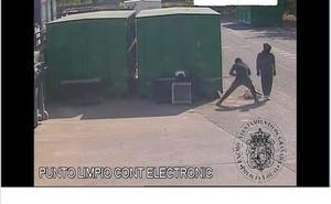 Dos encapuchados son detenidos tras robar en el ecoparque material de valor