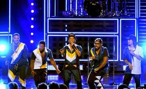 Bruno Mars seduce en Barcelona ante el triple de público que en su anterior visita